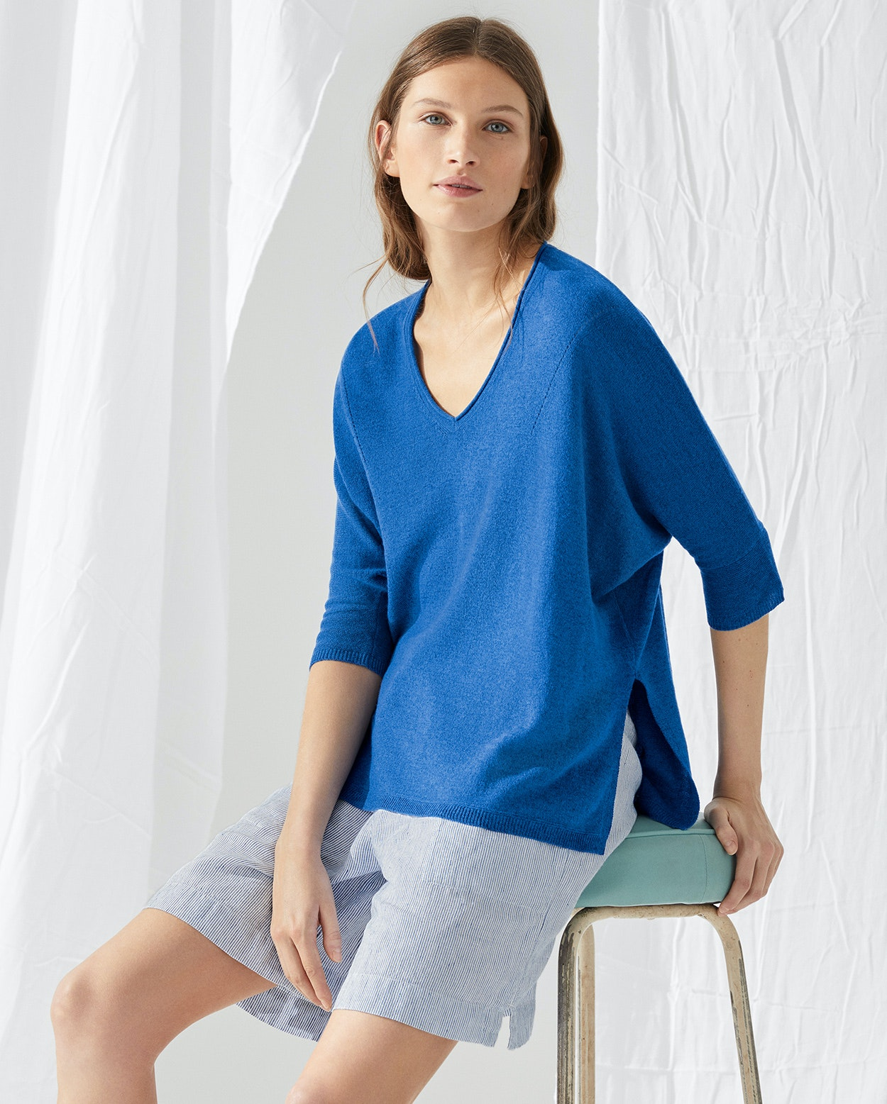d8974f7534cd5c Image of Cashmere and linen v-neck sweater