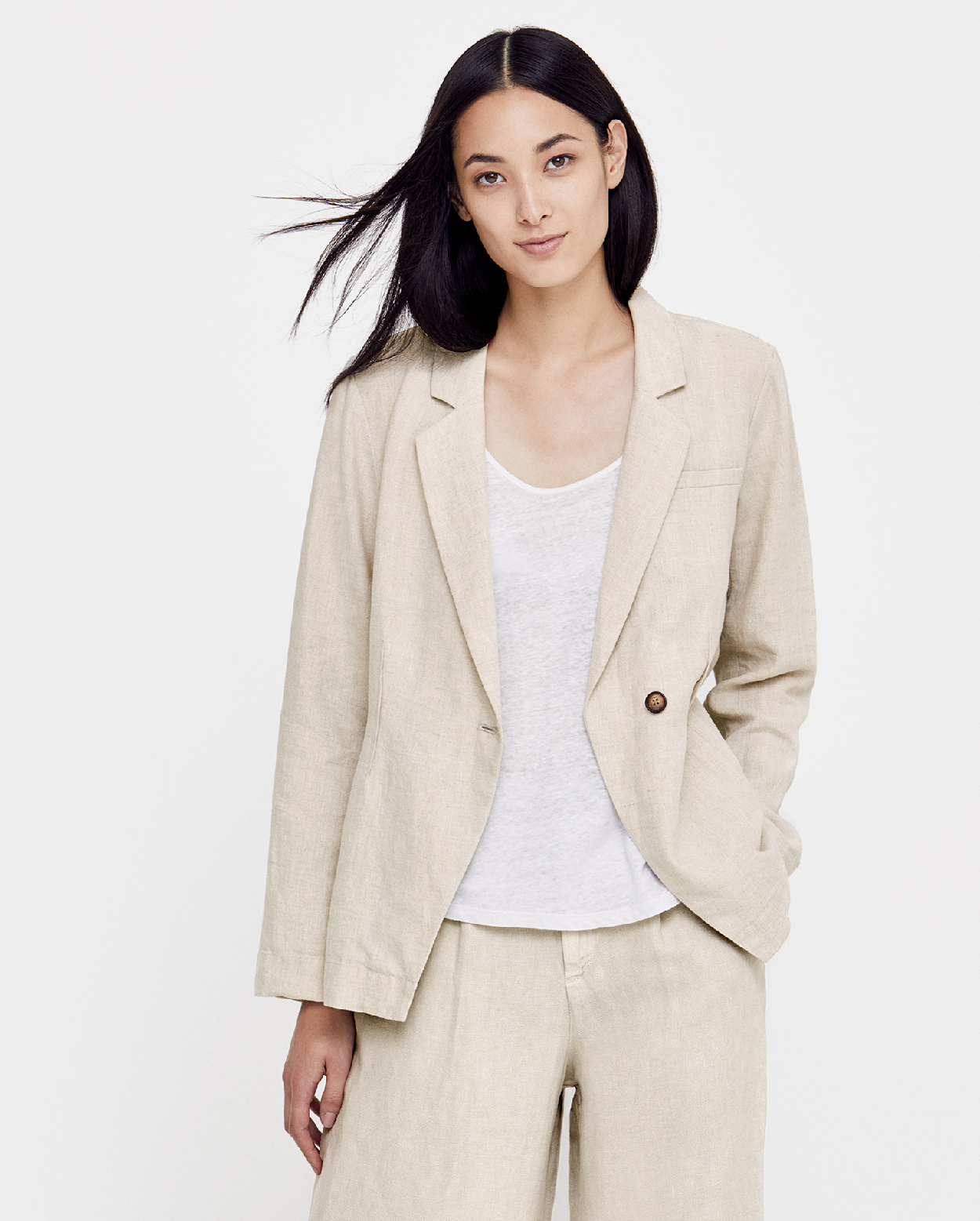 Elegance meets warm-weather comfort in our classic lightweight linen tee  shirt for women.